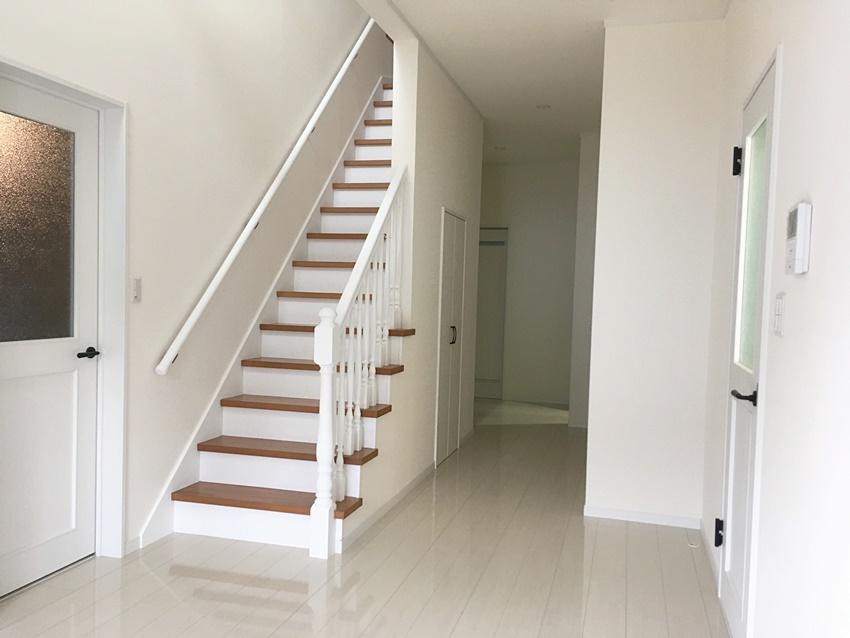 おしゃれな広々階段