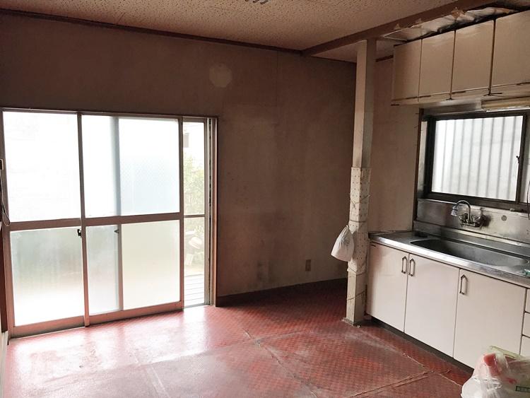 空き家のキッチン