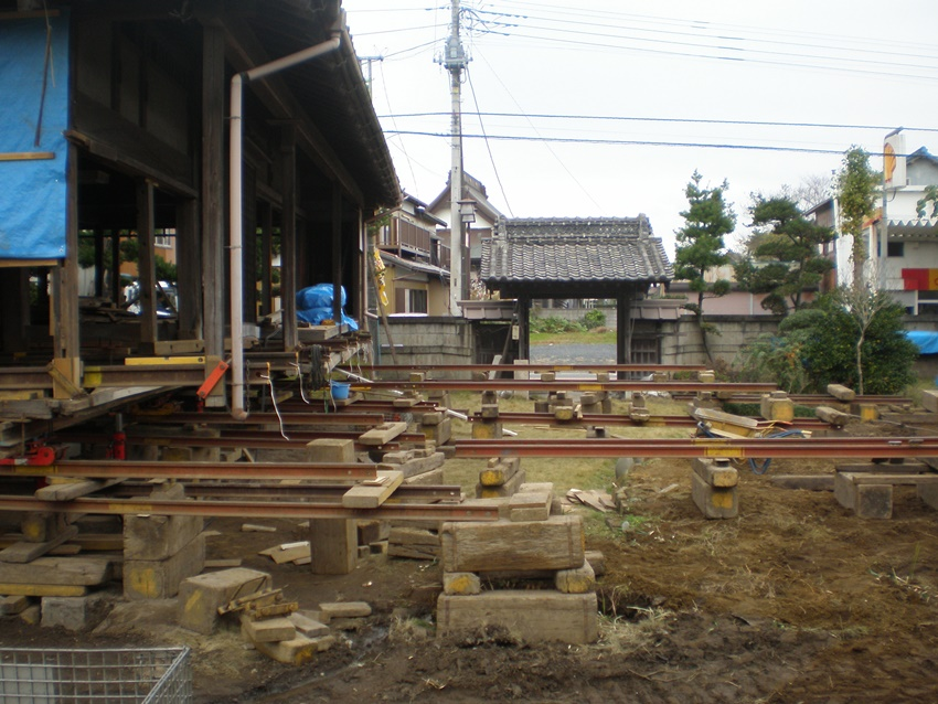 家曳きと耐震工事中